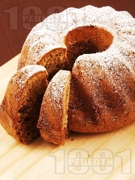 Вкусен и лесен домашен шарен кекс с орехи и какао - снимка на рецептата